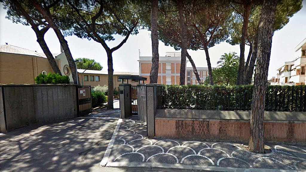 Ingresso-Istituto-Suore-Francescane-Santa-Chiara
